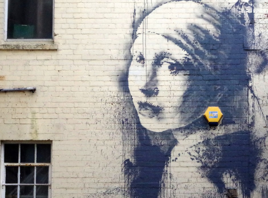 banksy-girl-with-pearl-earring-jearaf-2